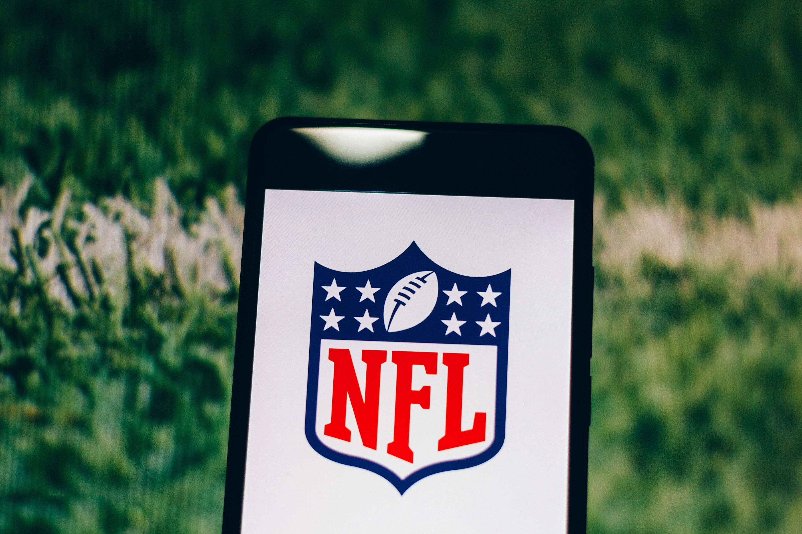 BRAZIL - 2019/04/04: In this photo illustration a National Football League logo seen displayed on a smartphone. (Photo Illustration by Rafael Henrique/SOPA Images/LightRocket via Getty Images)